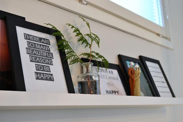 Saippuakuplia olohuoneessa- blogi, Kuva Hanna Poikkilehto, Tauluhylly Ikea, Valokuvakehys Ikea, Diy taulut,
