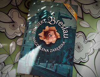 """Kufer przeniósł mnie do przeszłości. Recenzja """"Projektu Breslau"""" Magdaleny Zarębskiej."""