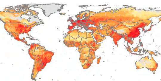 Những khu vực có sản lượng gia súc, gia cầm nhiều nhất cũng chính là những khu vực sử dụng nhiều kháng sinh nhất trong chăn nuôi. Khu vực màu vàng có mức độ sử dụng thấp, cam và đỏ nhạt có mức độ cao hơn và đỏ đậm là mức độ cao nhất. VN nằm ở khu vực màu cam đậm - Ảnh: National Public Radio.