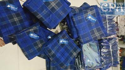 Chăn nỉ sản xuất cho Tập đoàn SunShine màu kẻ xanh có thêu logo thương hiệu công ty