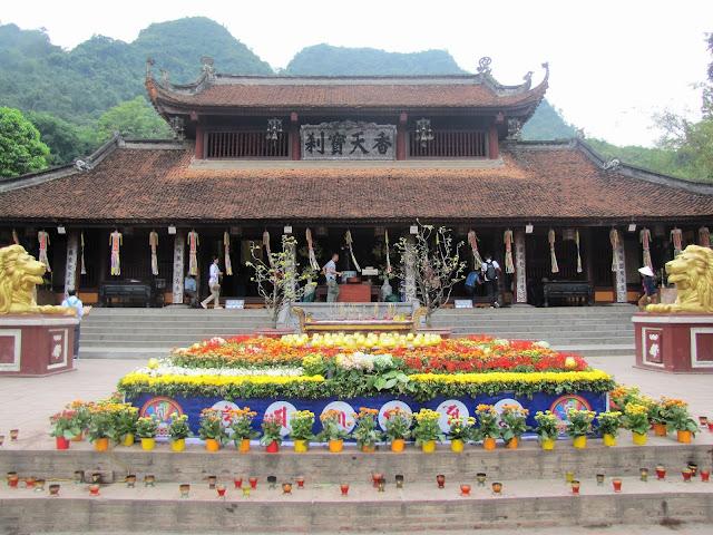 pagoda thien tru perfume vietnam