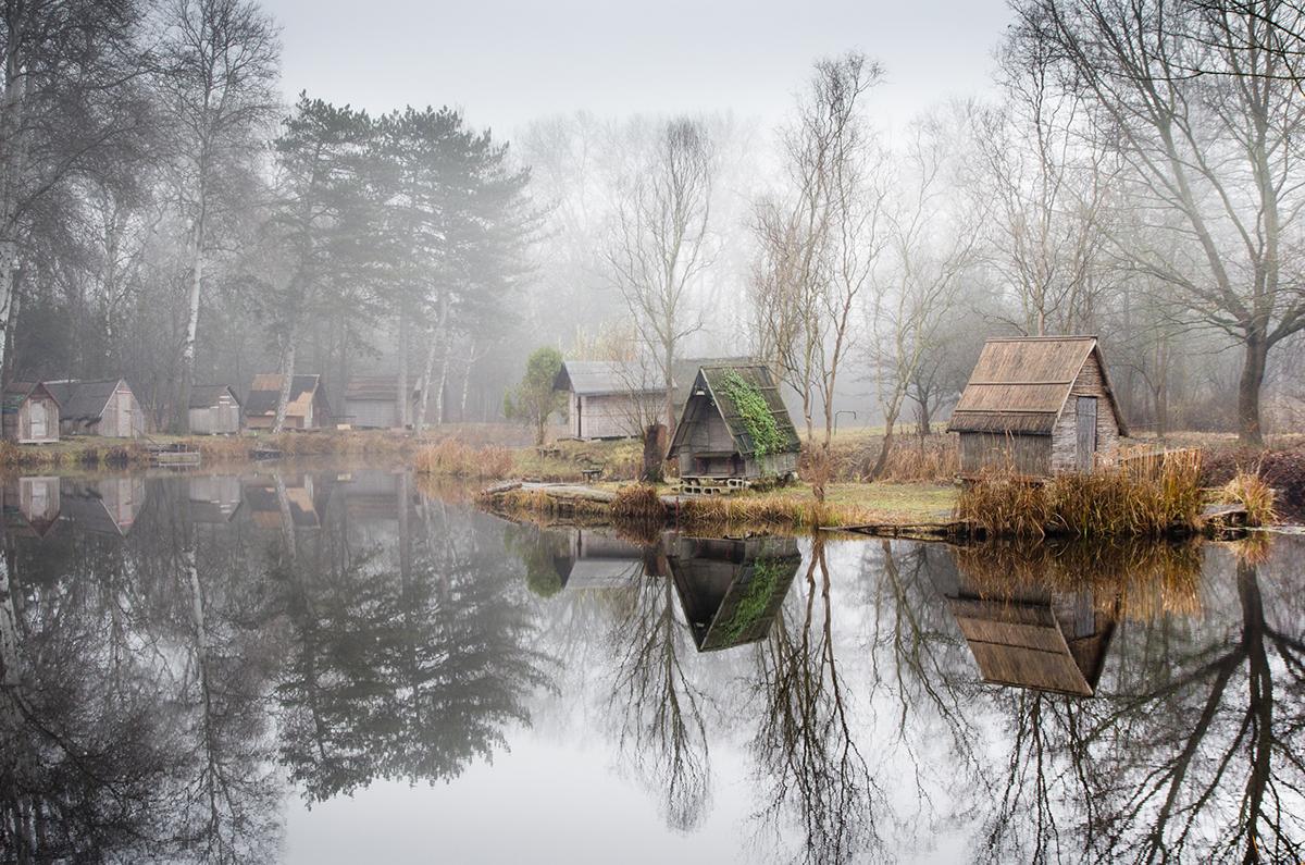 04-Viktor Egyed-Photographs-of-the-Enchanted-Fishing-Village-www-designstack-co