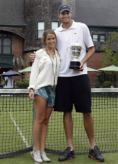 Isner with the girlfriend Madison displaying his trophy to his fans