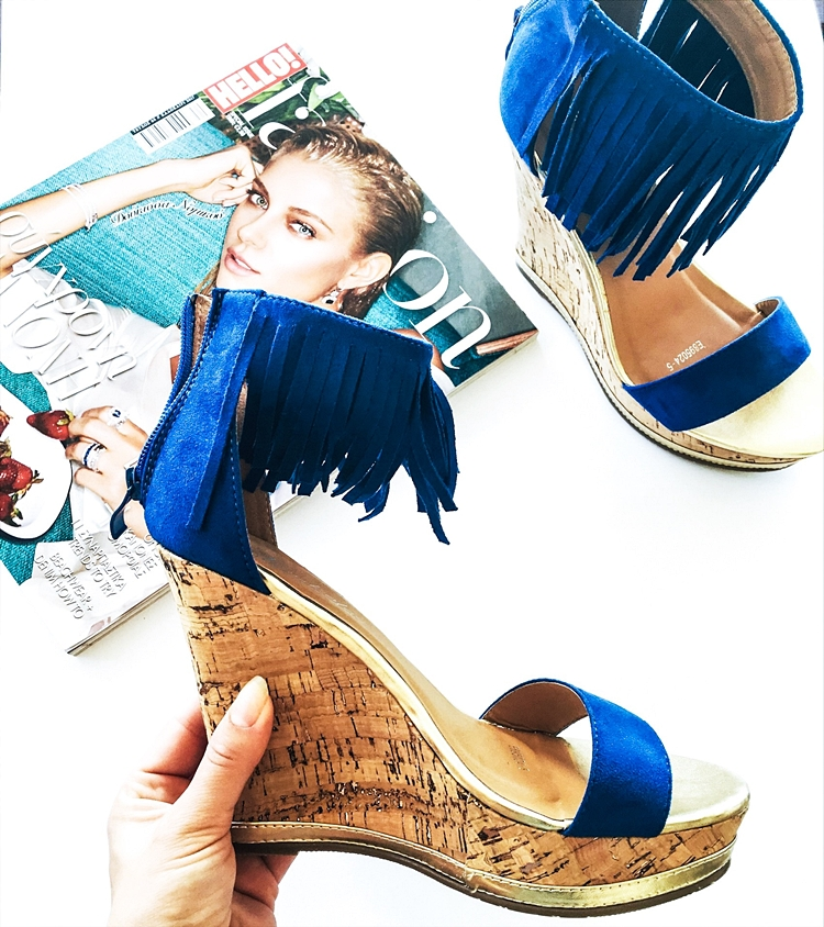 Cobalt blue fringe wedge sandals.Plave platforme sa resama.