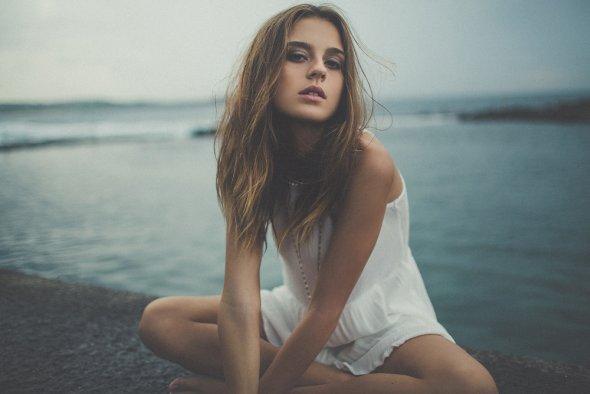 Julia Trotti arte fotografia fashion mulheres modelos beleza ensaio a beira tempestade cabelos esvoaçantes sian kelley