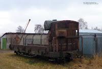 Wąskotorowa platforma  z budką hamulcowego i zbiornikiem