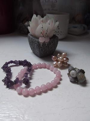 polodrahokamové šperky