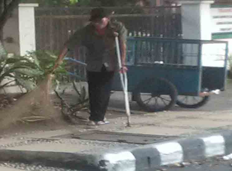 Tukang Sampah dan Petugas Kebersihan