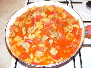 tocana, tocanita, mancare, pui, porc, legume, retete, mancaruri cu carne, retete de mancare, mancaruri cu legume, retete culinare, preparate din legume si carne,