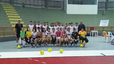 Secretaria de Esportes de Registro-SP entrega novos artigos esportivos para a escolinha de futsal