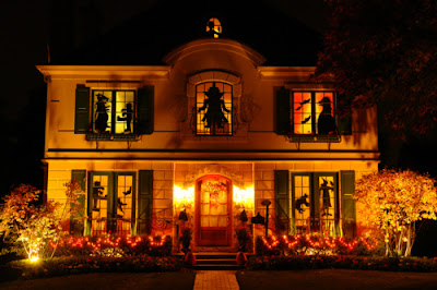 Landscapers help decorate for the holidays