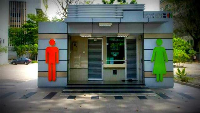 Penjaga Toilet Umum Bergelar Sarjana, Tertarik Melamar?