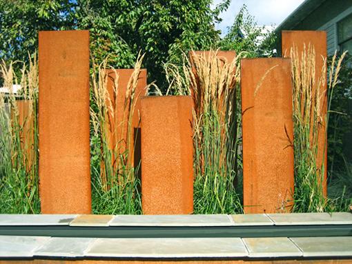 gard metal panouri decorative metal ruginit corten design modern gradina minimalista graminee panouri separatoare in gradina idei gard si poarta