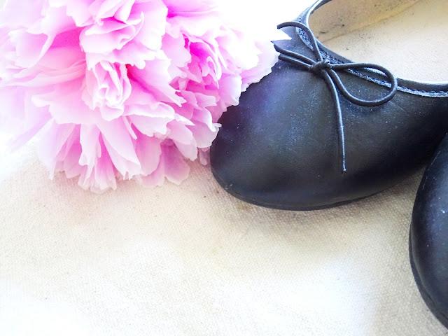 Mustat ballerinat, Ellos Shoes, Pioni