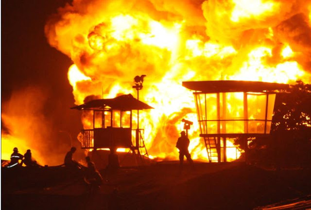 waww..Takbir Iringi Pedagang Selamatkan Barang dari Api, benarkah ?