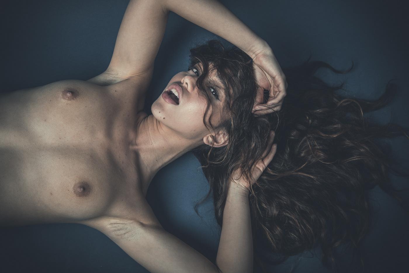 Big hipped nude ass