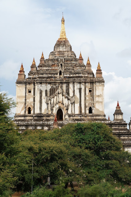 Keindahan arsitektur Candi di Bagan