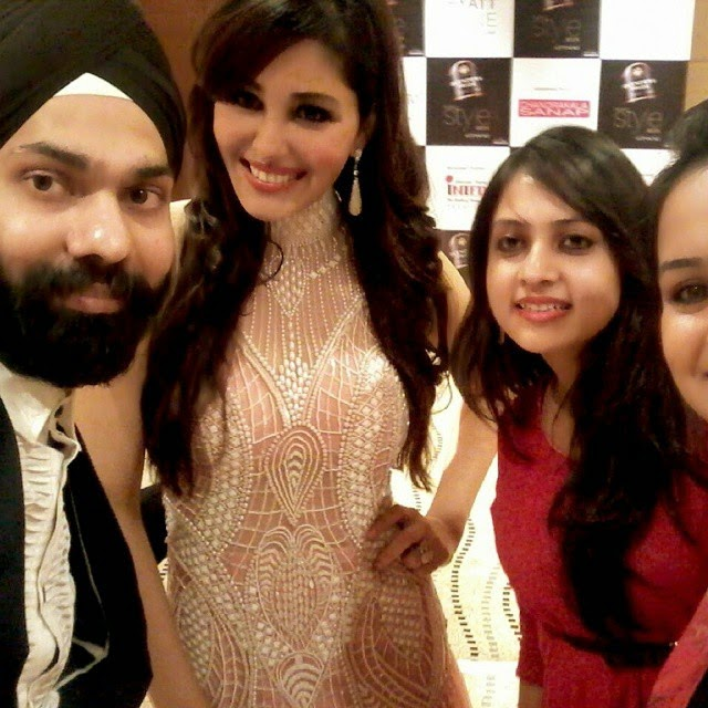 nevanta team selfie , with a d singh and pooja chopra at pun esty lew ee ,, Pune Style Fashion Week Pics 2014