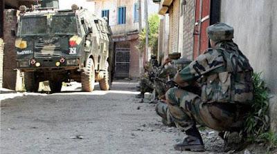 militants-kill-three-security-personnel-in-kashmir