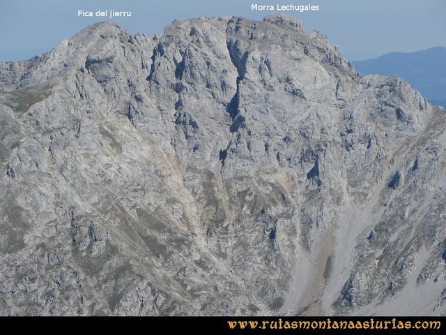 Ruta Peña Castil y Cueva del Hielo: Vista desde Peña Castil de la morra lechugales y pica del jierru