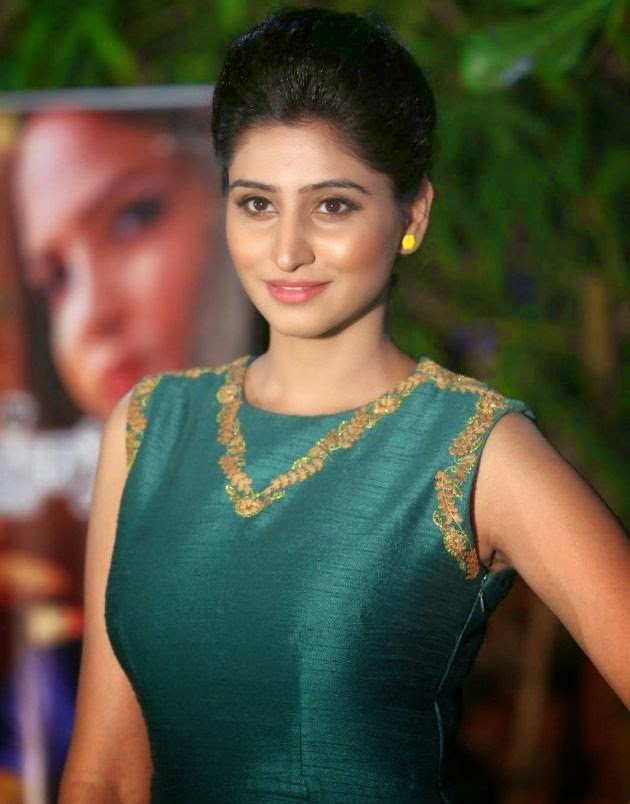 Glamorous Shamili Hot Photos In Green Dress