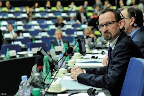 A fideszes EP-képviselők egyelőre maradnak az európai néppárti frakcióban