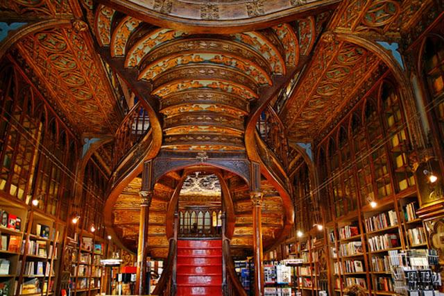 Interior de la libreria Lello