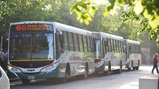Tras una reunión entre el Gobierno y los empresarios de ese rubro se resolvió aumentar el boleto del transporte público a partir de julio. También habrá una suba a fin de año.