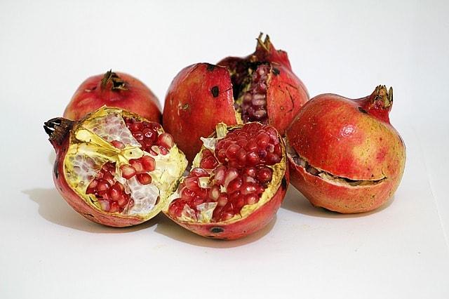 Romã (Punica granatum L.)