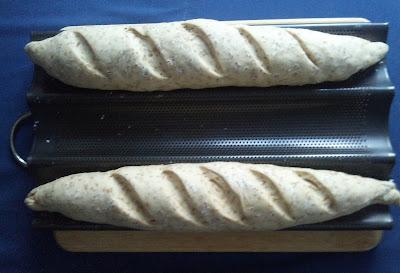Pan blanco con tahini y semillas de sesamo en panificadora pasta de sesamo