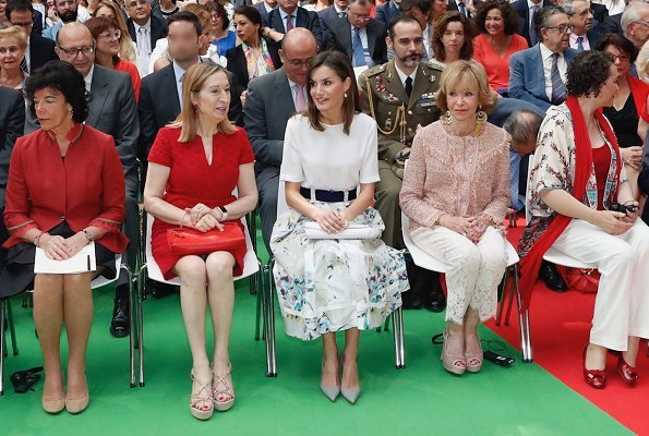 Queen Letizia wore Adolfo Dominguez floral print skirt and she wore Magrit pumps, Hugo Boss satin blouse, carried Magrit clutch bag