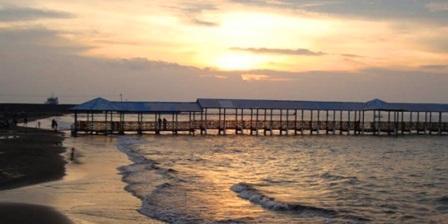 Pantai Alam Indah, Keindahan Pantai Dengan Ombak Yang Tenang