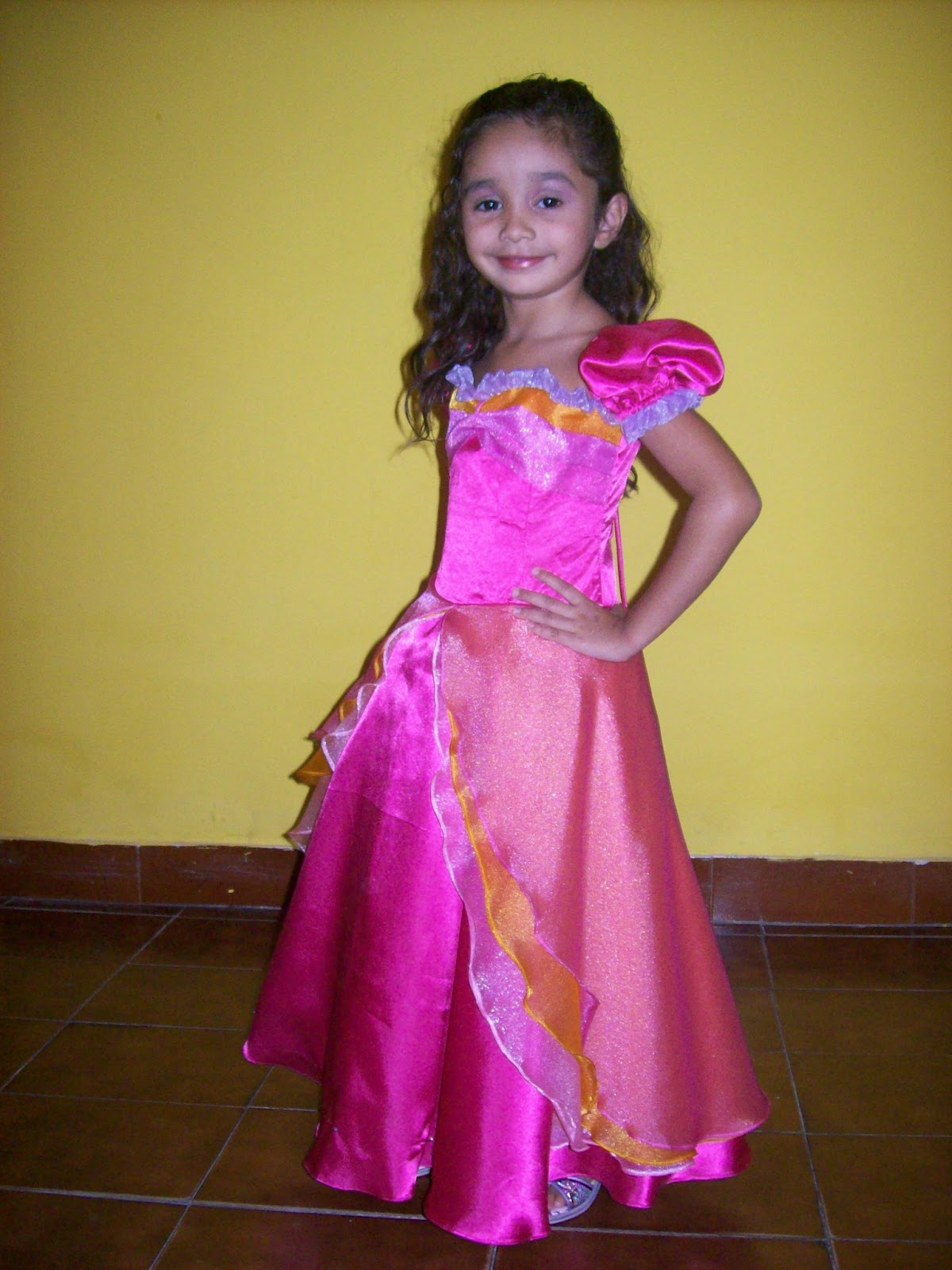 5c7d0ecafe Vestido Barbie - Castelo de Cristal Modelo  Leticia Carvalho