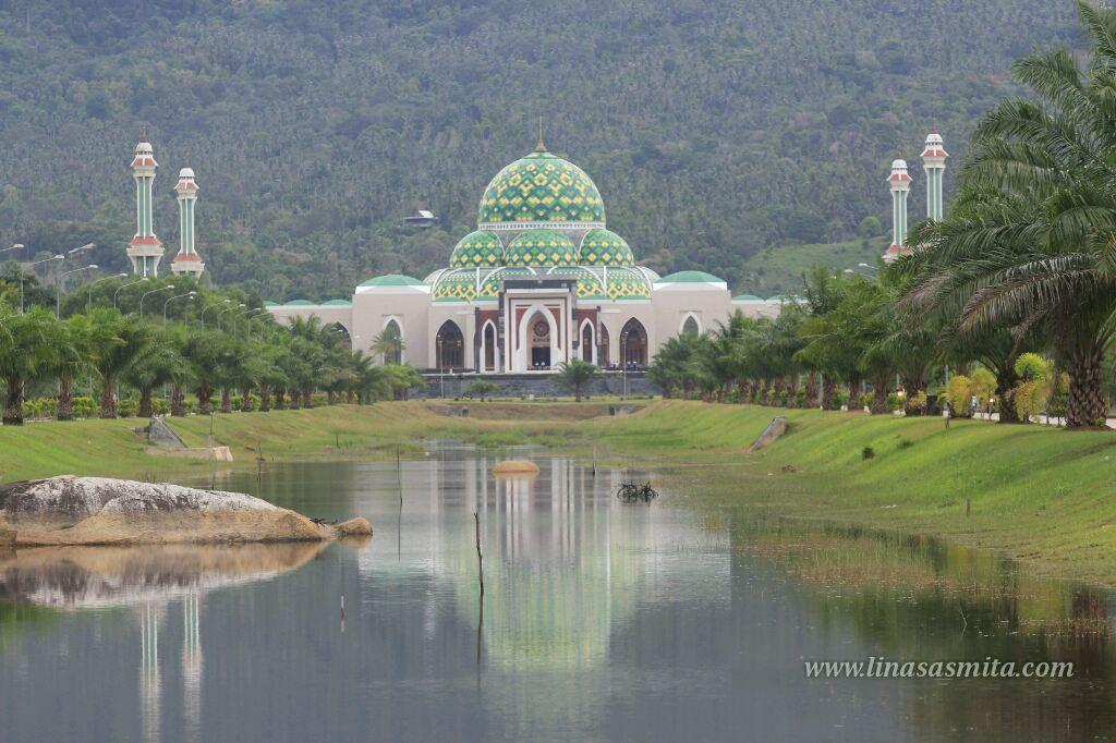 Menelisik Keanggunan Masjid Agung Natuna Masjid Tercantik Di Kepri Life Is A Journey