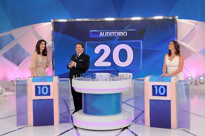Silvio Santos com Isabella e Carol Fiorentino -  Crédito da foto: Lourival Ribeiro/SBT