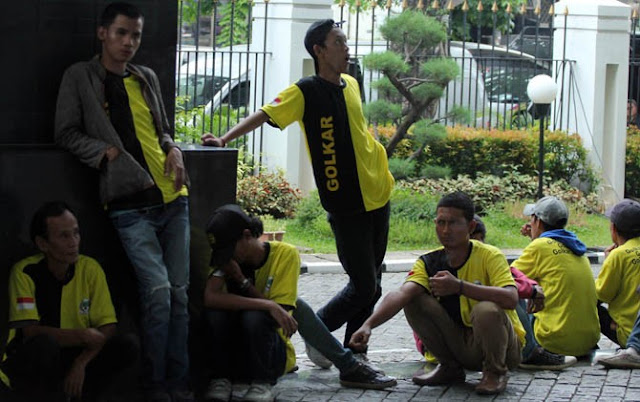 Kawal Sidang Novanto, Luhut Pimpin Pasukan Berbaju Kuning