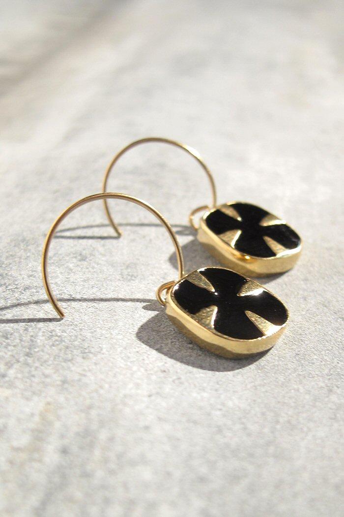 Boucles d'oreille noires Médecine Douce