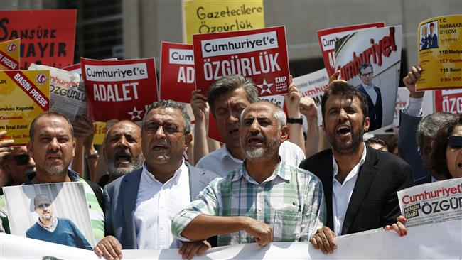 Turkey arrests nine more journalists over alleged links to Fethullah Gulen
