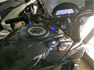 Bajaj Dominar 400 fuel tank image