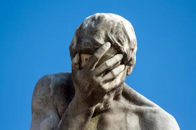5-те закона на глупостта и техните опасни последствия