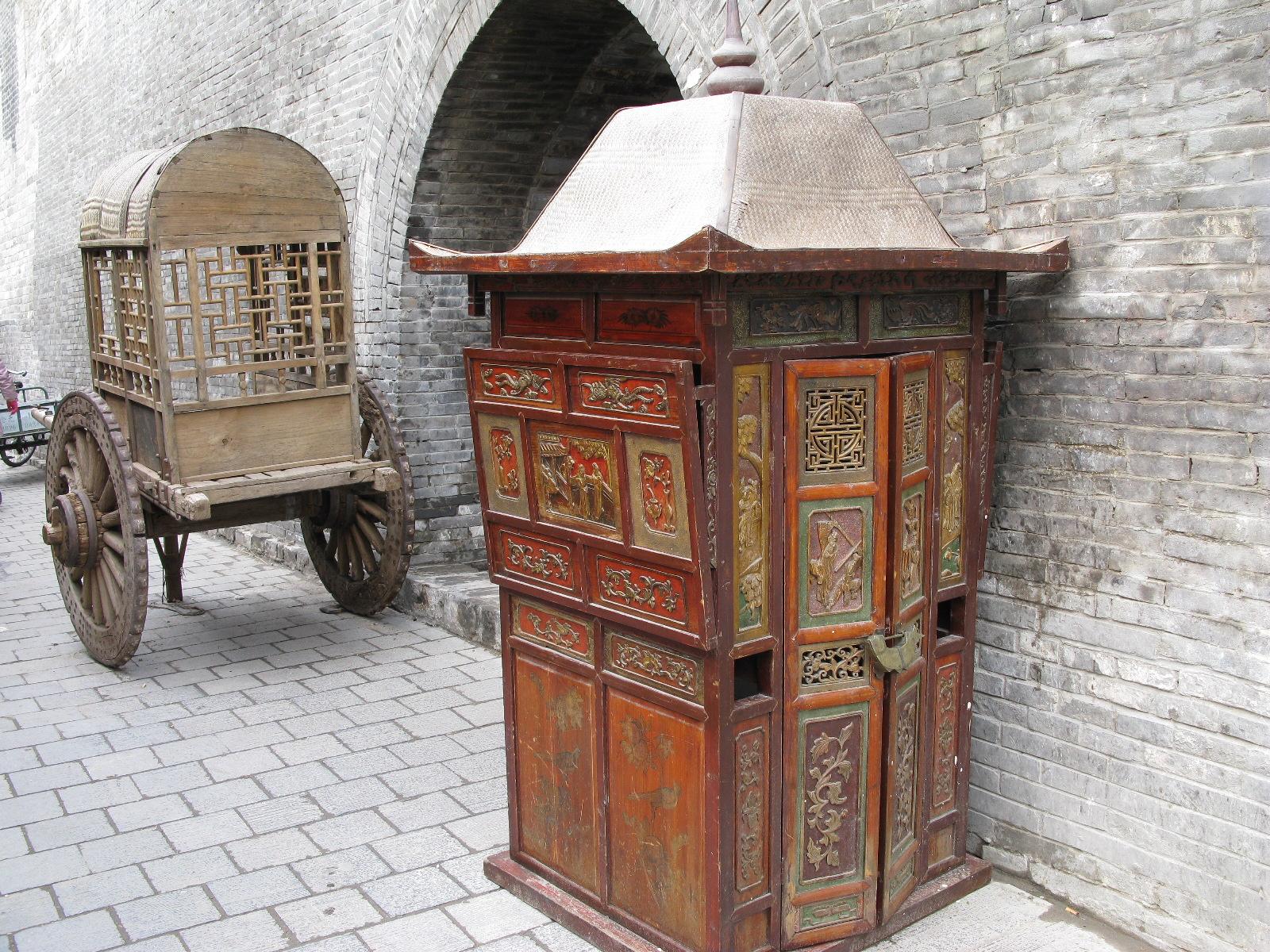 Carroça chinesa, ilustra a seção sobre textos das linhas de Ta Yu / Grandes Posses, um dos 64 hexagramas do I Ching, o Livro das Mutações