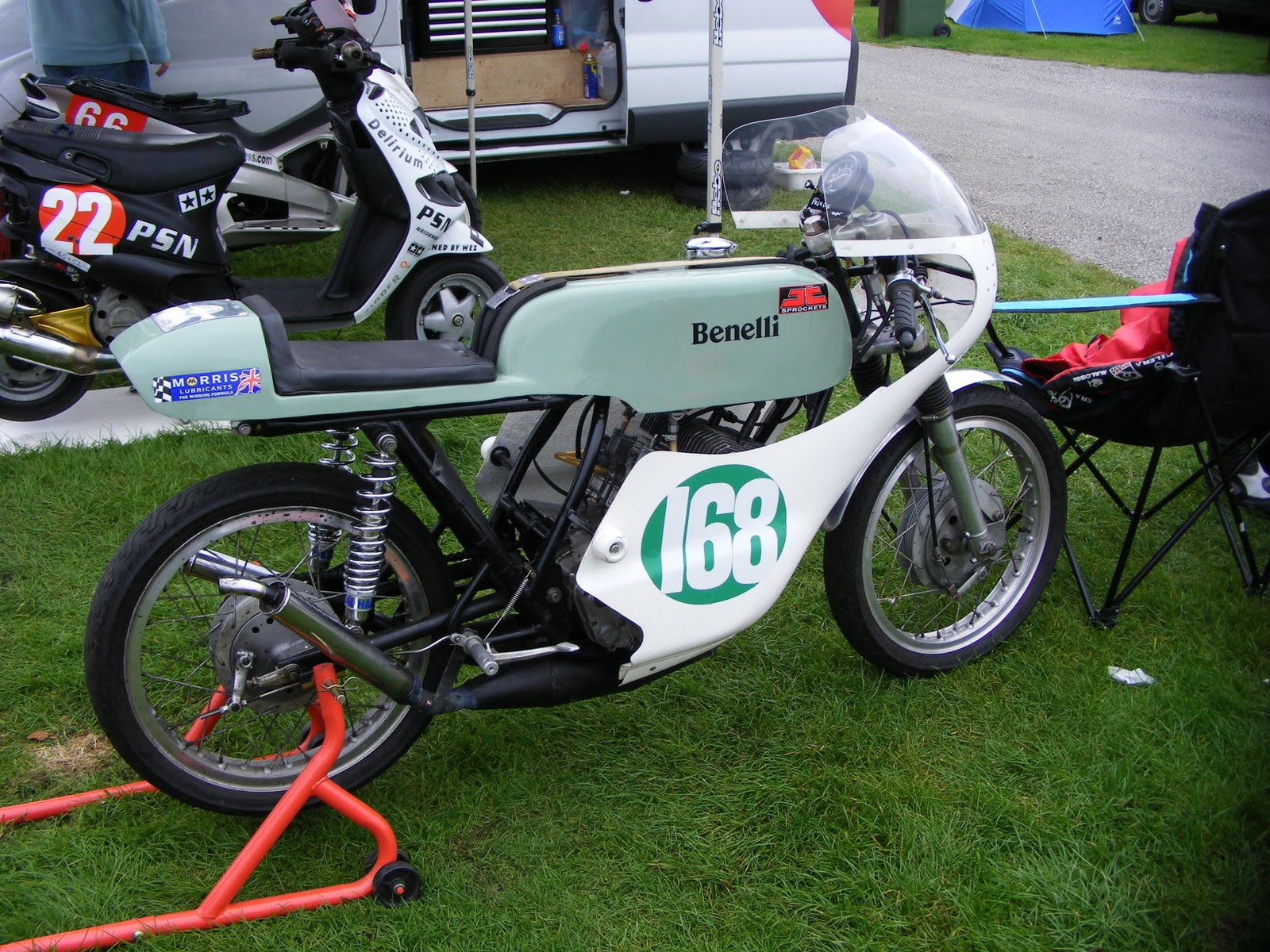 Ducati Single Racing: Historic Racing Cadwell Park, Sept 2011