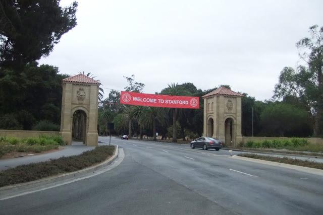 stanford-univ-entrance スタンフォード大学入り口