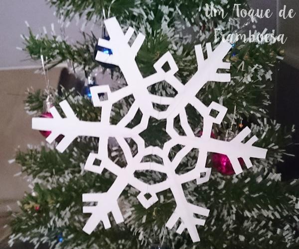 Como fazer flocos de neve de papel para decoração
