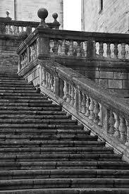 las escaleras de obra de piedra ms largas que conozco son las que a la entrada de la catedral de girona que es la nica del mundo de