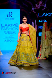 Bollywood Actress Malaika Arora Khan Walks on Ramp at LFW Summer 2017  0002.jpg