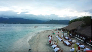 free aerial drone shot of Eat by the beach on gili trawangan