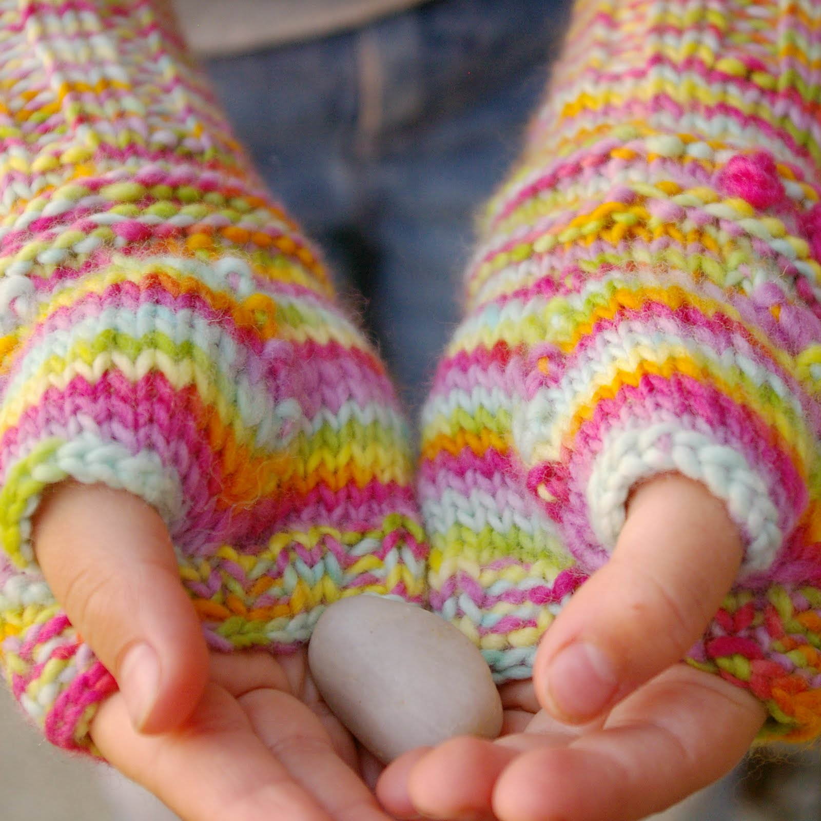 Tutorial for Warm Knitted Fingerless Gloves - The Magic Onions