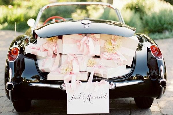 dicas-de-como-decorar-o-carro-dos-noivos-para-a-saida-da-cerimonia-de-casamento-6