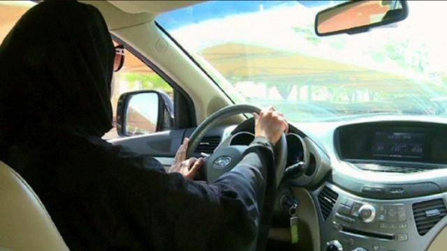 بداية من غدا الأحد ..تعليم قيادة السيارة للنساء في 4 مدن